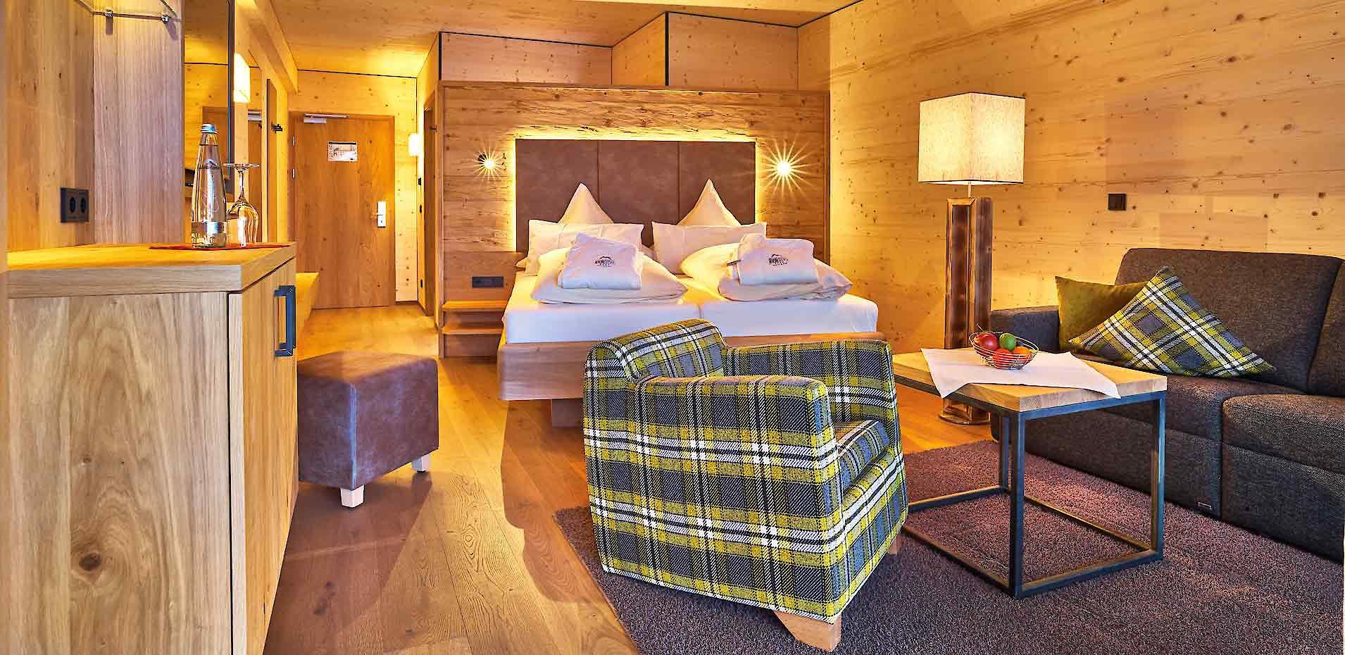 Gemütliche Zimmer Und Suiten Im 4 Sterne Hotel Riedlberg. Das Holzhotel In  Bayern